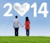 24127580-pareja-feliz-celebracion-de-las-manos-buscando-en-el-futuro-de-nuevo-ano-2014