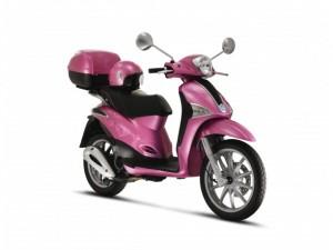 una moto rosada para mujer