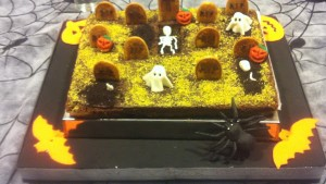imágenes de un pastel con fantasmas y animales de miedo