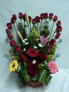 imágenes de arreglos florales en forma de corazón
