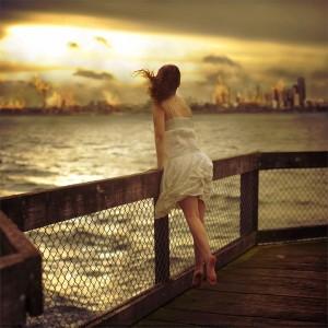 imágenes de una mujer pensando en el amor de su vida