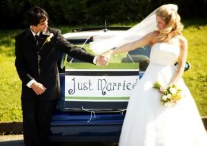 Fotos de recién casados con su auto