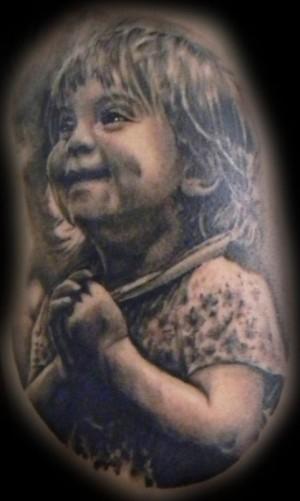 tatuaje realista niña