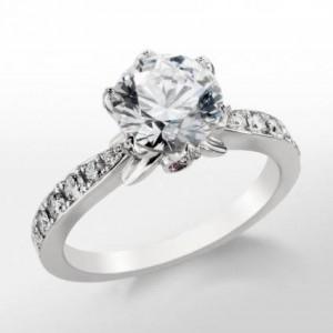 anillo de oro blanco de compromiso