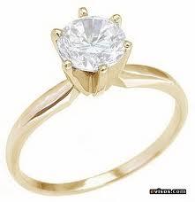anillo tradicional de compromiso