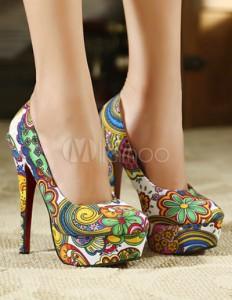 Lindos zapatos florales  de moda