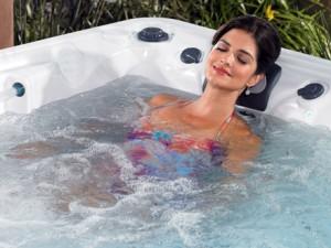 tina con agua caliente para aliviar las hemorroides